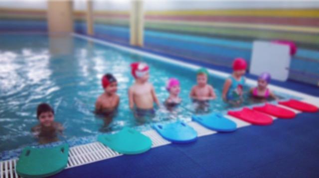 Детки в бассейне